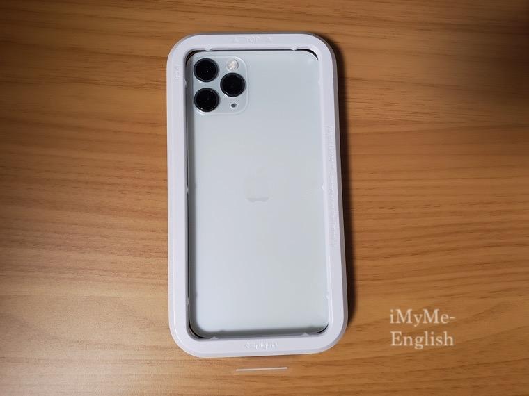 【Spigen iPhone 11 Pro 強化ガラス・液晶保護フィルム 日本旭硝子製】の写真